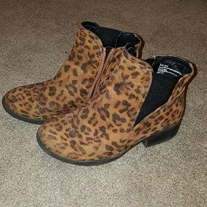 Stevie's Girls size 2 Leopard print ankle boots